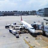 TACA Embraer 190 i Miami Arkivbild