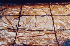 Taca z świeżymi Kolorowymi punktów tortami przy piekarnia sklepem fotografia stock