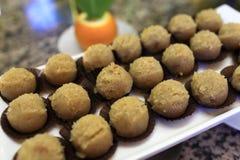 Taca z brown balowymi tortami Zdjęcie Stock