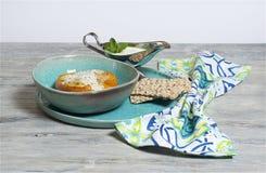 Tacchino tritato - paprica farcita con la salsa del yogurt e della menta Fotografie Stock