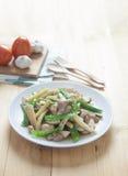 Taccole e carne di maiale fritte scalpore Fotografia Stock