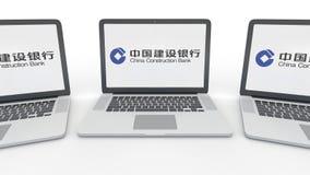 Taccuini con il logo di China Construction Bank sullo schermo Rappresentazione concettuale dell'editoriale 3D di tecnologie infor Fotografia Stock