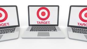 Taccuini con il logo di Target Corporation sullo schermo Rappresentazione concettuale dell'editoriale 3D di tecnologie informatic Immagine Stock