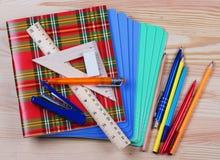 Taccuini, righello, triangolo, penna e pensil Fotografia Stock Libera da Diritti
