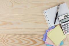 Taccuino, calcolatore e penna Fotografia Stock Libera da Diritti