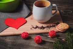 Taccuino con carta in forma di cuore rossa Immagini Stock Libere da Diritti