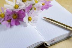 Taccuino con i fiori Fotografie Stock Libere da Diritti