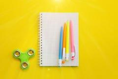 Taccuino con le penne colorate Immagini Stock