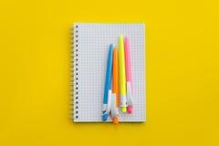 Taccuino con le penne colorate Fotografia Stock