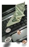 Taccuino del computer portatile dei soldi Immagini Stock