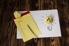 Taccuino di carta della penna attinto idea luminosa Fotografia Stock