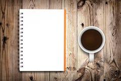 Taccuino e caffè Fotografie Stock Libere da Diritti