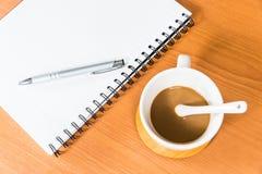 Taccuino e caffè Immagini Stock Libere da Diritti