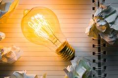 Taccuino e lampadina Fotografia Stock