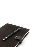 Taccuino e matita di Brown su fondo bianco Immagini Stock Libere da Diritti