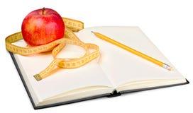 Taccuino e penna con la mela e nastro di misurazione per Fotografie Stock Libere da Diritti