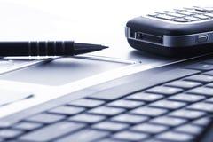 Taccuino, telefono, tecnologia di affari Fotografia Stock Libera da Diritti