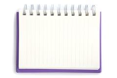 Taccuino viola isolato su priorità bassa bianca Immagine Stock
