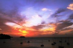 Tache de coucher du soleil en Trois Ilets - Ilet Ramier - Anse Mitan - Martinique - FWI - les Caraïbe photographie stock