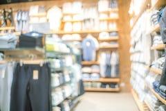 Tache floue abstraite de beau magasin de vêtements et de centre commercial inter photographie stock