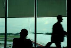 Tache floue de mouvement d'un voyageur image stock
