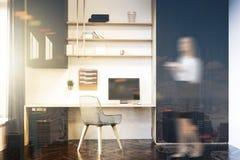 Tache floue modifiée la tonalité par lieu de travail blanc de siège social Images stock