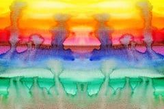 Taches de la peinture de l'aquarelle fonctionnant sur le papier photo stock