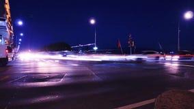 Taches floues du trafic et de lumière sur le Pont du Mont Blanc, Genève banque de vidéos