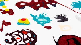 Taches multicolores mélangées de vernis à ongles Images stock