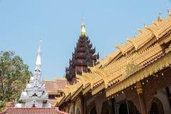 Tachileik, Myanmar - 26 de fevereiro de 2015: Templo de madeira do pagode Um templo Fotos de Stock