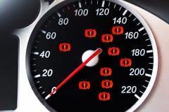 Tachimetro dell'automobile con l'indicatore e le luci d'avvertimento Fotografia Stock