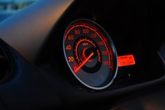 Tachimetro di un'automobile fermata fotografia stock libera da diritti