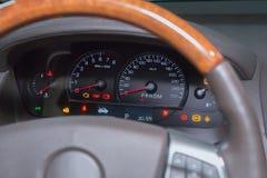 Tachimetro sul cruscotto dell'automobile Fotografie Stock