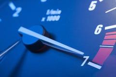 Tachometer met maximum verhogingsmacht royalty-vrije stock afbeeldingen
