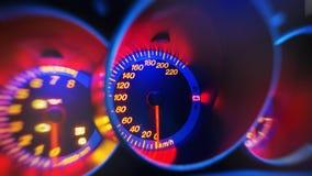 Tachymètre dans le panneau moderne de voiture images libres de droits