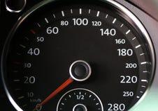 Tachymètre de panneau de commande de voiture de la voiture noire et blanche avec le rouge Images stock