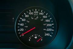 Tachymètre montrant un plein réservoir de carburant Photo libre de droits