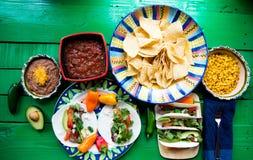 Taci messicani per pranzo con i chip fotografia stock libera da diritti