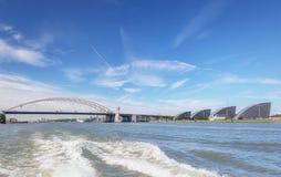 Tack vare trafikstockningarna beryktade Brienenoordbrug i Rotterdam Arkivfoto