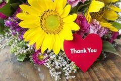 Tacka dig att card med buketten av sommarblommor Royaltyfri Fotografi