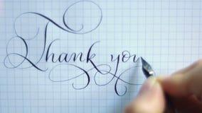 Tacka dig att formulera stilsorten för kalligrafi- och bokstäverpenntappning arkivfilmer
