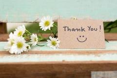Tacka dig att notera med leendeframsidan och blommaklungan arkivbild