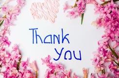 Tacka dig att notera med ordning för hyacintvårblommor arkivbild