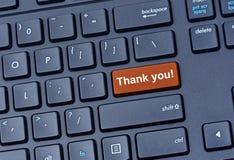 Tacka dig att uttrycka på datortangentbordet fotografering för bildbyråer