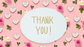 Tacka dig meddelandet med rosor och hjärtor Arkivbild