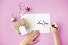 Tacka dig tackar gåvan uppskattar tacksamhetbegrepp royaltyfri fotografi