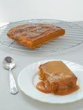 Tacksägelsefest Klibbig pudding för pumpa med kolakaramellsause Arkivfoton