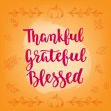 Tacksägelsehälsningkort Handskriven borstekalligrafi och decorativasidor och pumpor Arkivbilder
