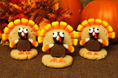 Tacksägelsekalkon formade kakor med höstsidor och pumpor arkivfoto
