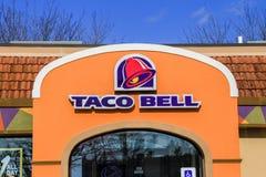 Taco Bell undertecknar och logoen Royaltyfri Fotografi